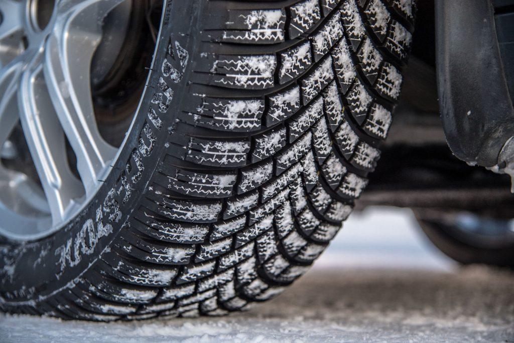 Bridgestone Blizzak LM005 ; Islak Yol Tutuşunda Tüm Ebatlarda A Etiket Değerini Alan İlk Kış Lastiği 2